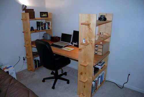 Плюс, вам обязательно нужно обратить внимание на углы мебели - они ни в коем случае не должны быть острыми.